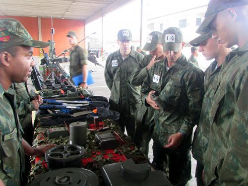 ADSUMUS: Batalhão de Engenharia de Fuzileiros Navais (BtlEngFuzNav) ministra instrução aos futuros mergulhadores de combate