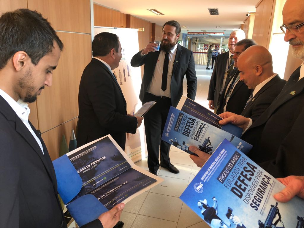 A Indústria de Material Bélico do Brasil (IMBEL) Recebe visita comercial de executivos Sauditas