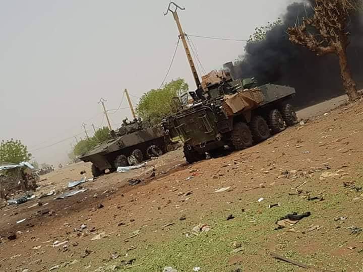 Tropas francesas perdem  veículos blindados VBCI no Mali.