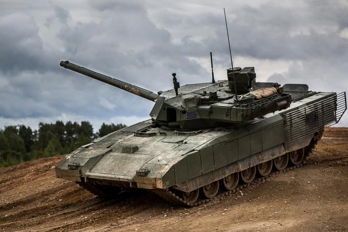 """Borisov ressalta o alevado custo dos carros de combate T -14 """"Armata"""" e reforça o investimento em versões modernizadas do T-90"""