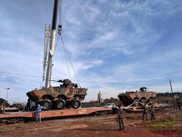 15ª Brigada de Infantaria Mecanizada realiza  teste do embarque em composição ferroviária da Viatura Iveco Guarani