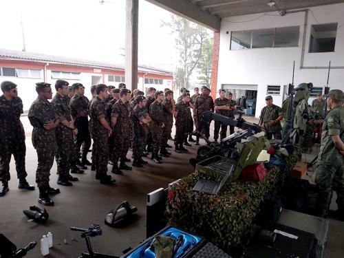 ADSUMUS: Batalhão de Engenharia de Fuzileiros Navais (BtlEngFuzNav) recebe visita da Escola de Aperfeiçoamento de Oficiais do Exército