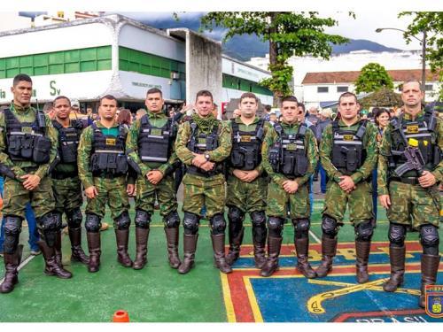 ADSUMUS: Pelotão de Motociclistas da Companhia de Polícia do Batalhão Naval (CiaPolBtlNav) participam da escolta do 2º Passeio Motociclístico da Semana do Soldado.
