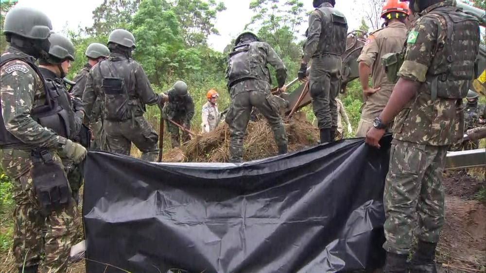 Segurança Pública: Polícia do RJ encontra cemitério clandestino para vítimas da milícia em Itaguaí