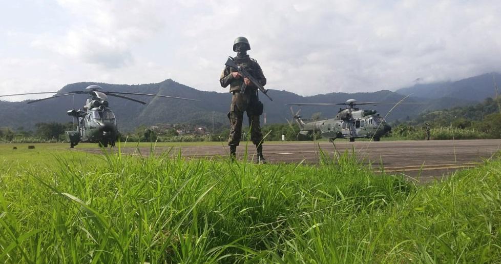 FAB PÉ DE POEIRA: Infantaria da Força Aérea participa de Operação de Garantia da Lei e da Ordem em Angra dos Reis (RJ)