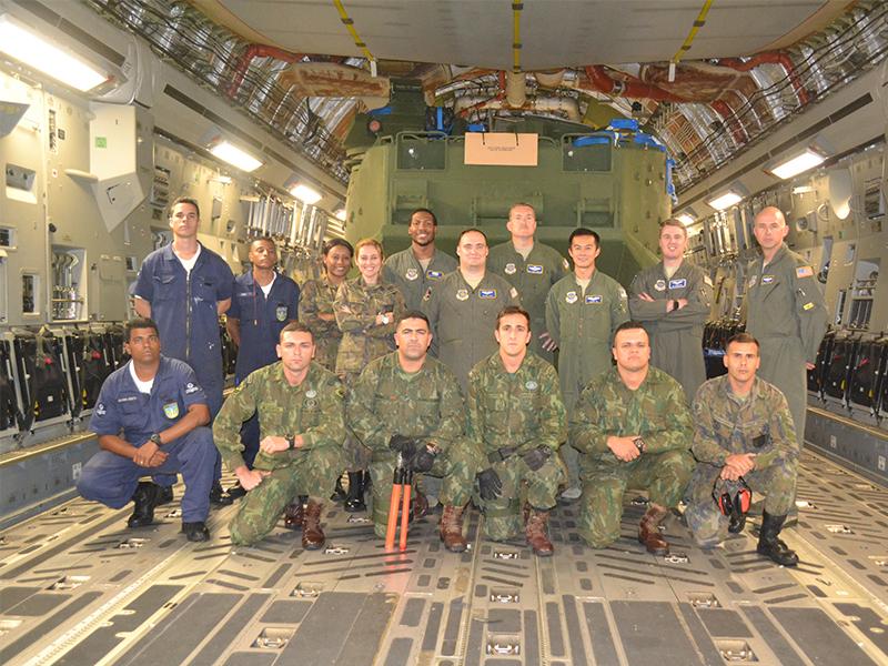 ADSUMUS: Corpo de Fuzileiros Navais recebe última unidade de Carros Lagarta Anfíbio de nova geração