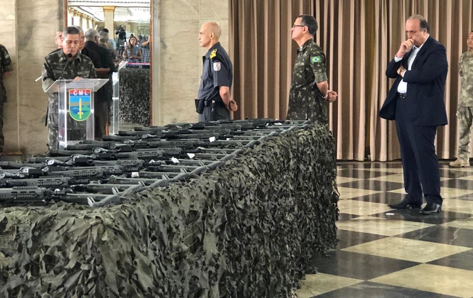Gabinete de Intervenção Federal entrega 700 novas armas para a Segurança do RJ