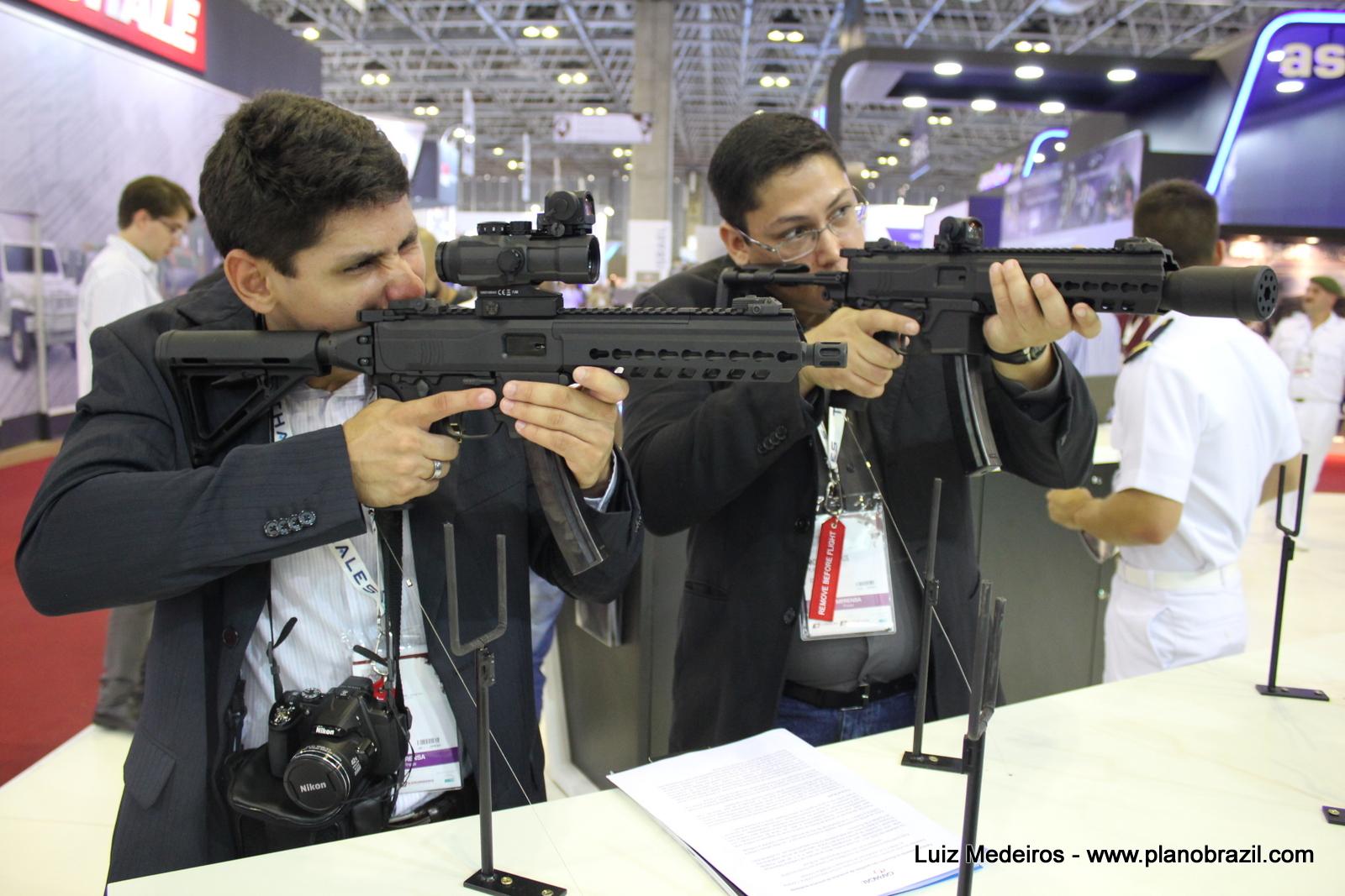 Fabricantes de armas de fogo estão otimistas com relação a futuros negócios no Brasil.