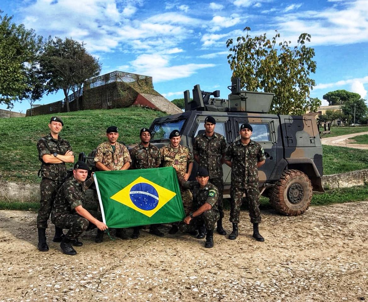 Militares do Exército Brasileiro participam do Curso de Operação de Viatura Blindada LINCE K2 na cidade de Roma, na Itália.