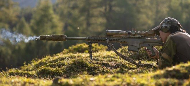 Snipers da OTAN praticam tiro de alto ângulo na Áustria