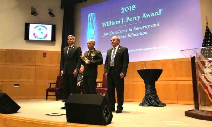 Escola Superior de Guerra do Brasil recebe prêmio nos Estados Unidos