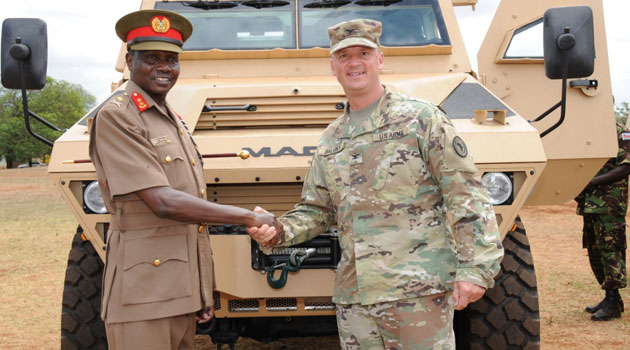 Governo dos Estados Unidos doa veículos Blindados Bastion para o Quênia.