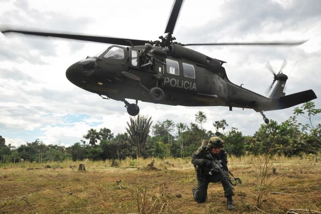 Governo Americano doará helicópteros Sikorsky UH-60A Black Hawk para a Policia Nacional da Colômbia