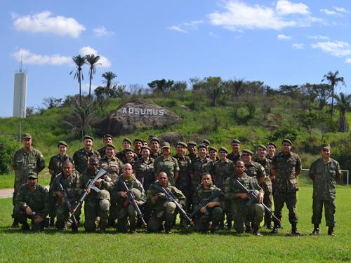 ADSUMUS: Unidade Médica Expedicionária da Marinha (UMEM) ministra instrução de atendimento para alunos da Escola de Aperfeiçoamento de Oficiais do Exército Brasileiro (ESAO)