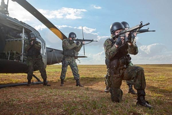 FAB PÉ DE POEIRA: Infantaria da Aeronáutica em constante modernização…