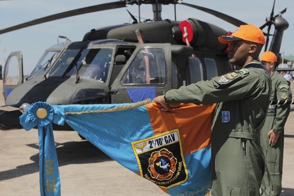 Esquadrão Pelicano celebra 61 anos e incorpora helicóptero H-60L Black Hawk
