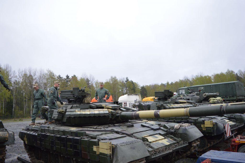 Ucrânia apresenta versão modernizada do carro de combate T-64