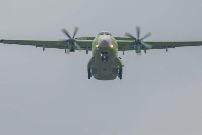 Nova aeronave de transporte militar Ilyushin Il-112V completou com sucesso seu primeiro vôo de teste