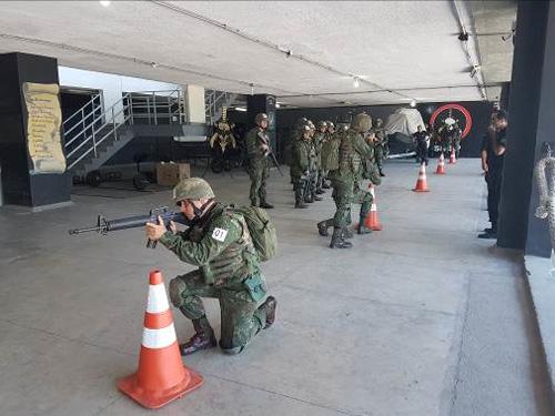 ADSUMUS: Alunos do Curso de Aperfeiçoamento de Guerra Anfíbia e Expedicionária realizam instrução no BOPE, no Rio de Janeiro