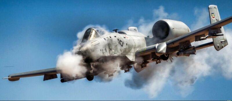 USAF está reavaliando contrato adicional para renovação de células das aeronaves de apoio aéreo aproximado A-10 Warthog