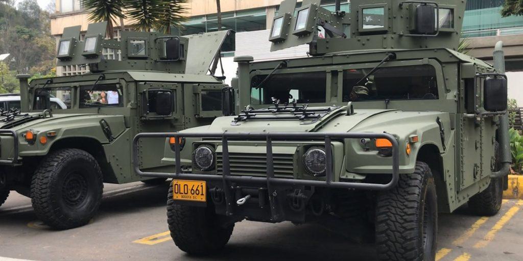 Colômbia recebe novo lote de veículos blindados Humvee dos EUA