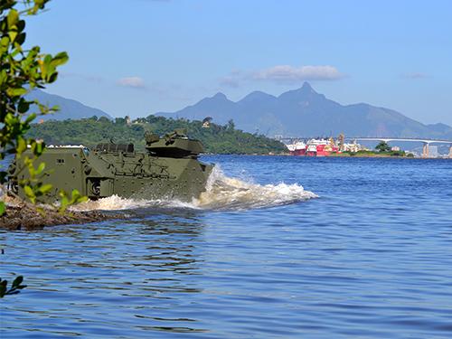 ADSUMUS: Batalhão de Viaturas Anfíbias (BtlVtrAnf) realiza teste de operação em água com os novos  Carros Lagarta Anfíbios (CLAnf RAM/RS)