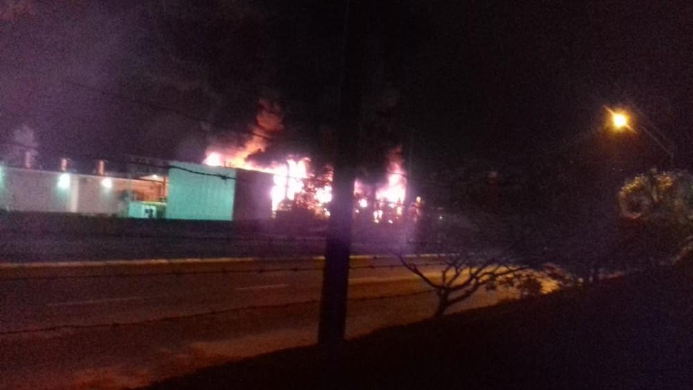 Incêndio atinge pavilhão da empresa Taurus em São Leopoldo