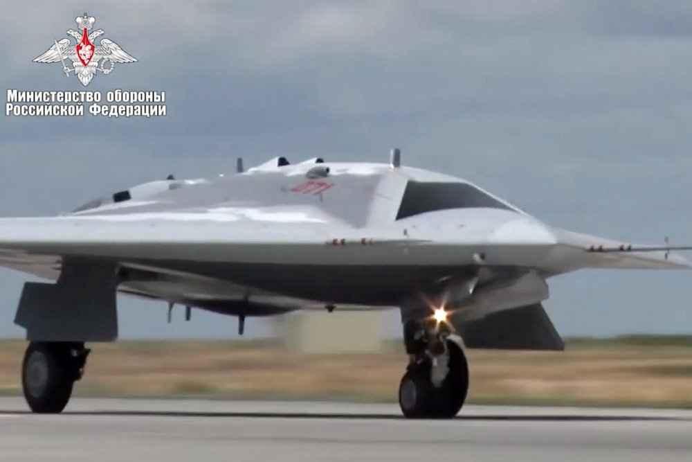 """drone de combate """"Caçador"""" terá desenvolvimento acelerado por conta dos avanços no programa PAK FA"""
