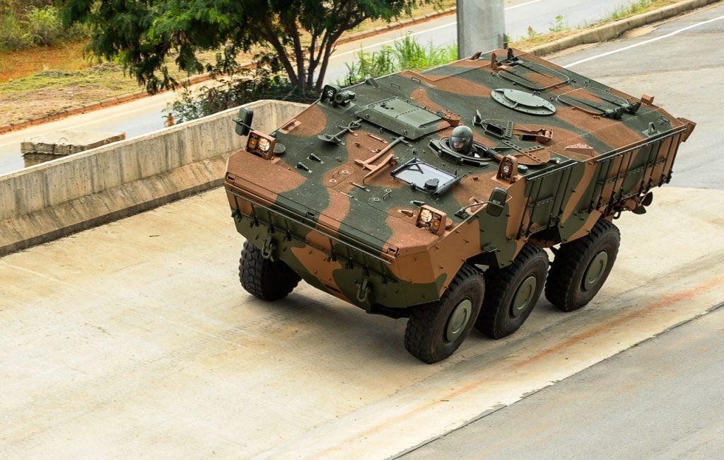Exército Filipino seleciona  Viatura de Transporte de Pessoal Média de Rodas (VBTP-MR) IVECO Guarani6×6